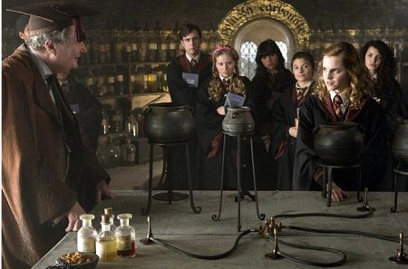 Harry Potter and the Half Blood Prince - Professor Slughorn (Jim Broadbent), Hermione (Emma Watson)