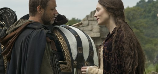 Robin (RUSSELL CROWE) and Marion (CATE BLANCHETT) in Robin Hood