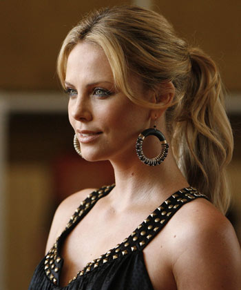 Charlize Theron Officially Cast In PROMETHEUS