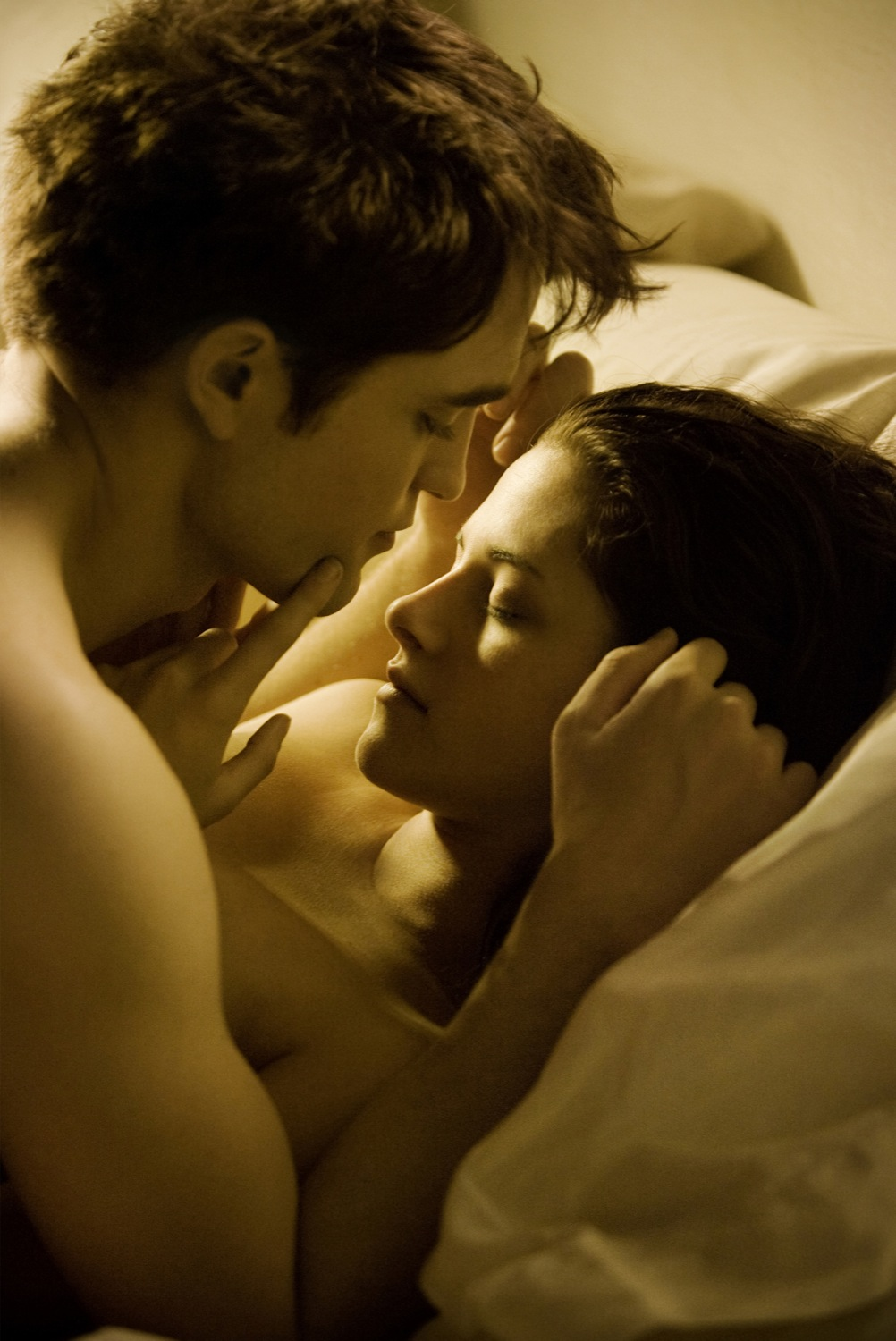 http://www.filmequals.com/wp-content/uploads/2011/05/twilight-breaking-dawn-movie-photo-01.jpg