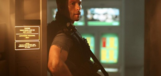 lockout guy pearce movie photo